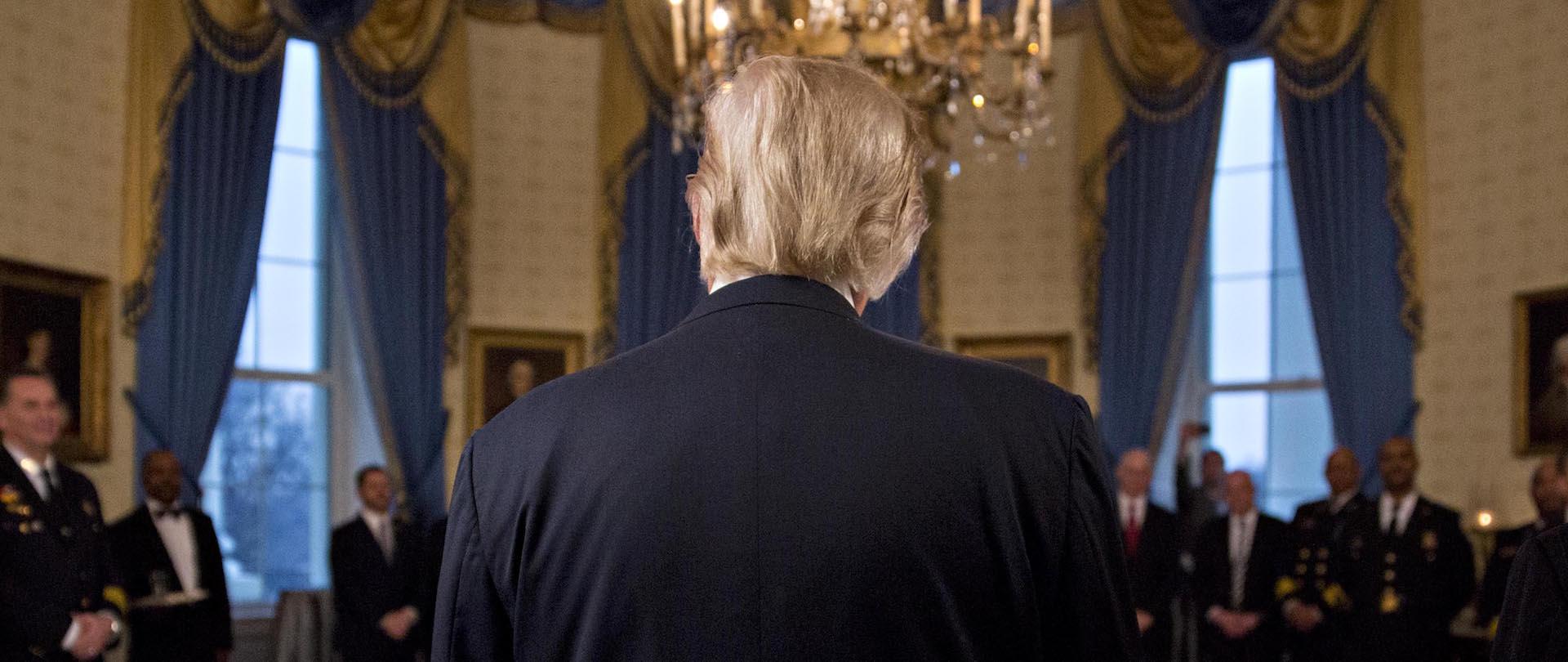 Картинки по запросу трамп вид сзади